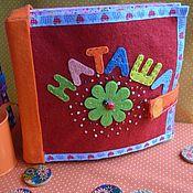 Куклы и игрушки ручной работы. Ярмарка Мастеров - ручная работа Книжка для Наташи на застёжке. Handmade.