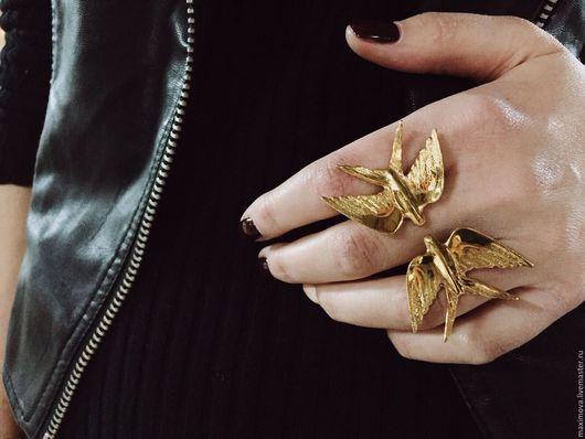 Кольца ручной работы. Ярмарка Мастеров - ручная работа. Купить Безразмерное кольцо ласточки. Handmade. Золотой, ласточки, безразмерное кольцо