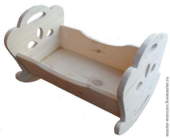 Кровать из дерева для куклы