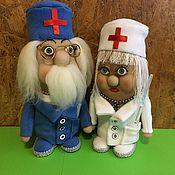 Куклы и игрушки ручной работы. Ярмарка Мастеров - ручная работа Доктор Айболит с помощницей .. Handmade.