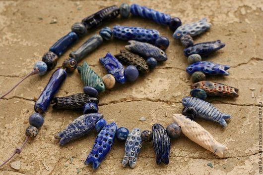 Колье, бусы ручной работы. Ярмарка Мастеров - ручная работа. Купить бусы керамические Греческие синие рыбки. Handmade. Рыбки
