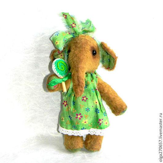 Мишки Тедди ручной работы. Ярмарка Мастеров - ручная работа. Купить Маленькая Олечка с леденцом 18 см. Handmade. Бежевый