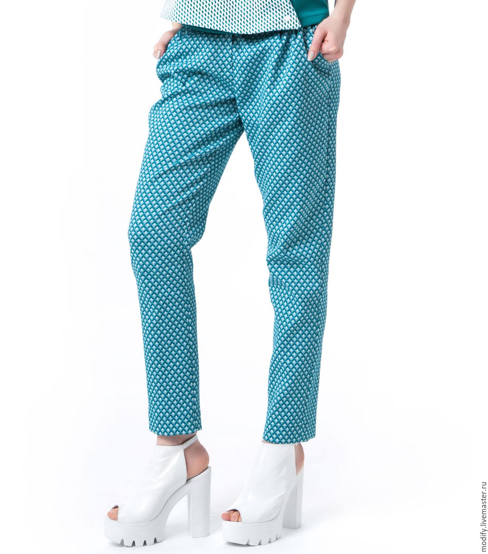 Фото женских поп в брюках 24 фотография