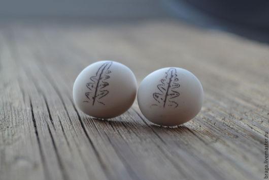 Серьги-гвоздики Когда цветет папоротник... из полимерной глины.