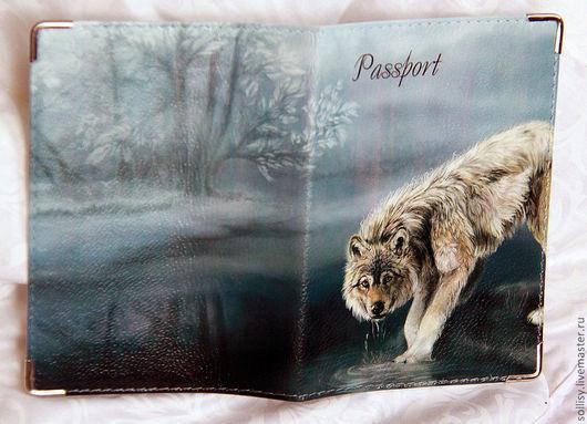 """Обложки ручной работы. Ярмарка Мастеров - ручная работа. Купить Обложка """"Волк в лесу"""" (кожа). Handmade. Кожа натуральная, волки"""