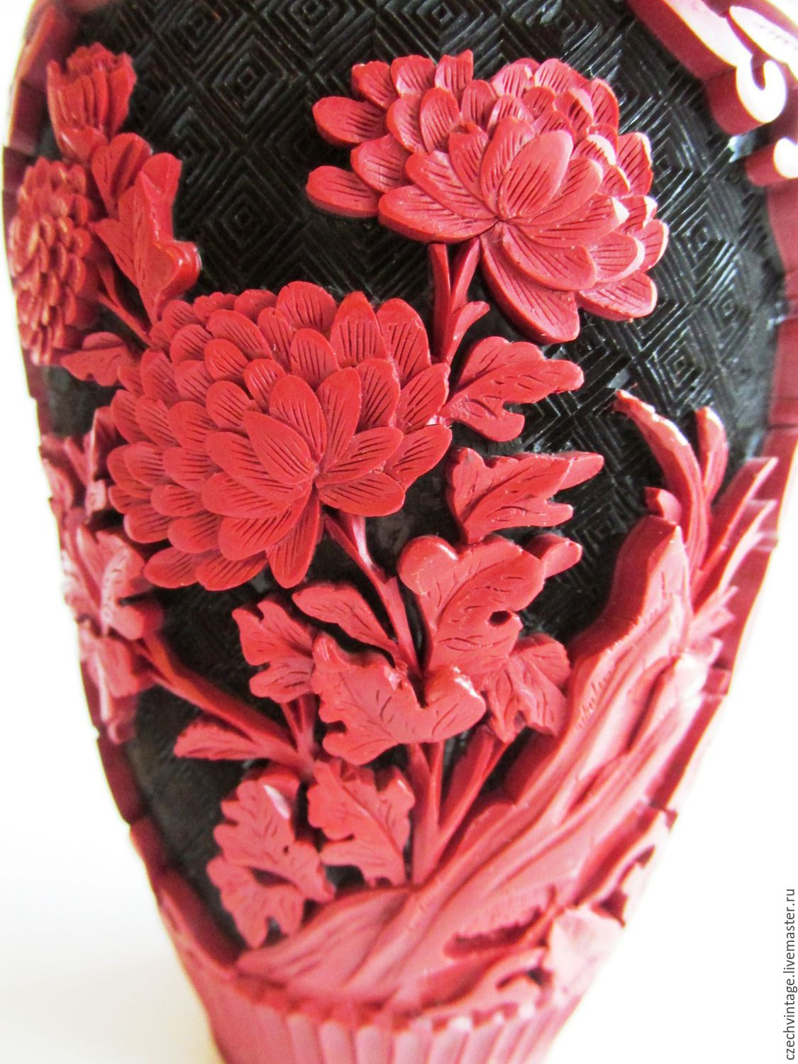 Vintage vase red Chinese carved lacquer, Vintage interior, Prague,  Фото №1