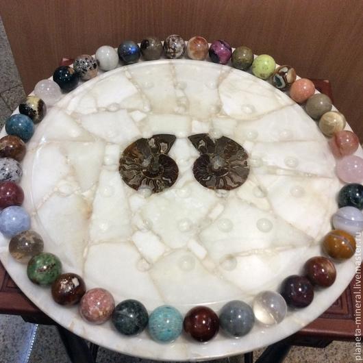 Постамент из камня септария, шары из различных видов натурального камня: снежный обсидиан, агат, горный хрусталь, родонит, аквамарин, яшма.