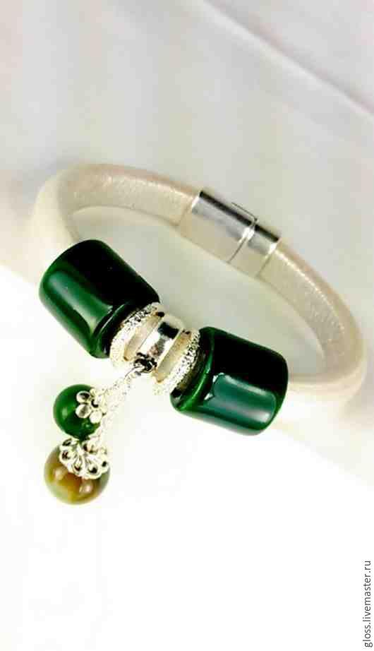 Браслеты ручной работы. Ярмарка Мастеров - ручная работа. Купить Кожаный браслет Зеленый перезвон. Handmade. Натуральная кожа, подарок