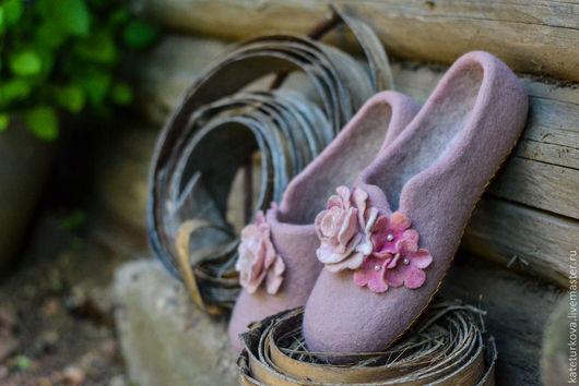 """Обувь ручной работы. Ярмарка Мастеров - ручная работа. Купить Валяные тапочки """"Розовые сны"""". Handmade. Бледно-розовый, розовый"""