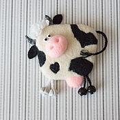 """Сувениры и подарки ручной работы. Ярмарка Мастеров - ручная работа """"Корова"""" валяный из шерсти магнит на холодильник. Handmade."""