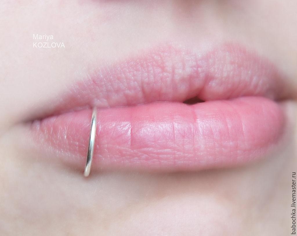 Колечко для губы пирсинга