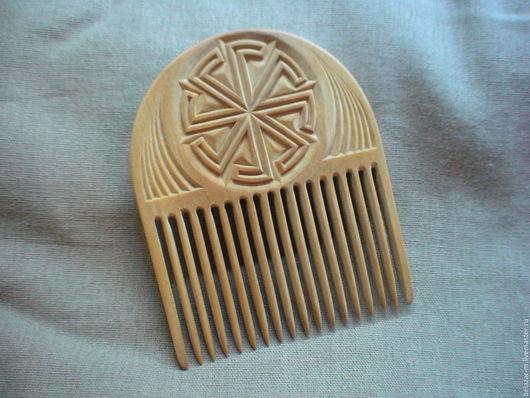 гребень. Материал - берёза, сваренная в пчелином воске. Ручная работа.