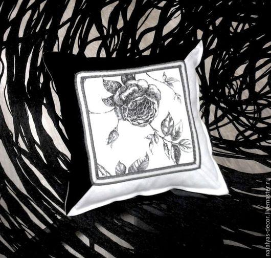 Текстиль, ковры ручной работы. Ярмарка Мастеров - ручная работа. Купить Подушка декоративная на диван Графическая роза. Handmade.
