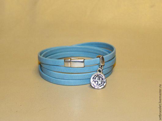 Браслеты ручной работы. Ярмарка Мастеров - ручная работа. Купить Кожаный браслет из кожи голубой 5мм подвеска испанская монета. Handmade.