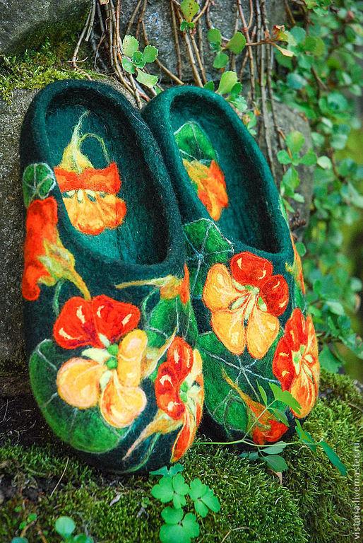 Обувь ручной работы. Ярмарка Мастеров - ручная работа. Купить Тапочки «Настурции». Handmade. Зеленый, шерсть 100%