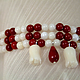 Браслет из натуральных камней - кораллов  белого и красного цвета с подвесками капельками и бутонами. Коралловый бело-красный браслет - нежное и изящное украшение. Браслет из кораллов