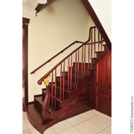 Надежная, крепкая лестница, с удобными и красивыми поручнями станет  функциональным украшением Вашего дома.