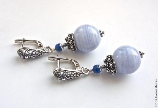 Серьги из серебра, натурального сапфирина (голубого агата) и натуральных лазуритов, природного яркого цвета, с очень красивыми шапочками из серебра ручной работы мастеров Бали.