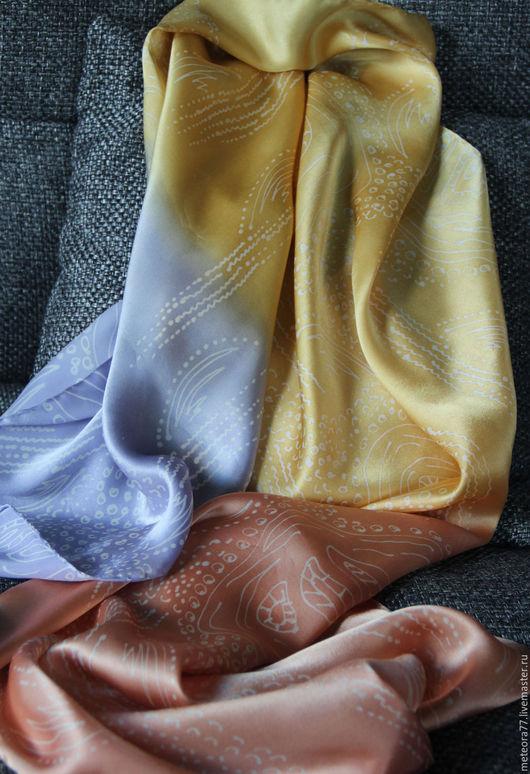 """Шарфы и шарфики ручной работы. Ярмарка Мастеров - ручная работа. Купить Шелковый шарф """"Три цвета"""" (батик). Handmade. Золотой"""