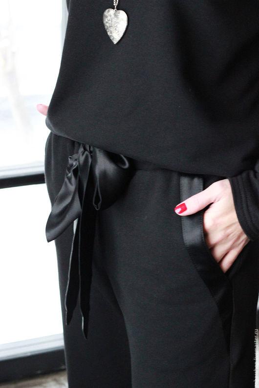 R00111 Красивые брюки из плотного хлопка, модель с шелковым поясом, с карманами. Спорт шик. Брюки спортивные из плотного трикотажа. Стиль Casual