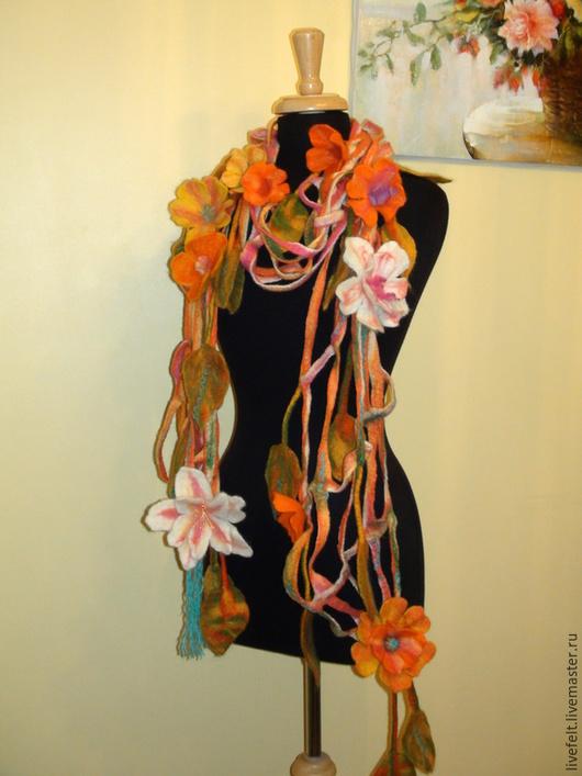 """Шали, палантины ручной работы. Ярмарка Мастеров - ручная работа. Купить Валяная шаль """" Осень """"   зелёный, оранжевый, жёлтый, рыжий. Handmade."""