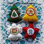 Подарки к праздникам ручной работы. Ярмарка Мастеров - ручная работа Набор ёлочных игрушек из фетра с вышивкой - 4шт.. Handmade.