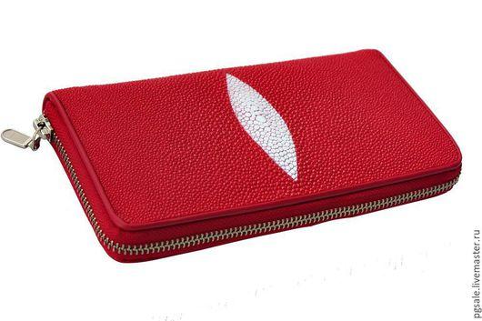 Кошелек из кожи ската. Кожа ската. Красный кошелек. Кошелек на молнии. Женский кошелек. Подарок женщине. Кошелек в подарок.