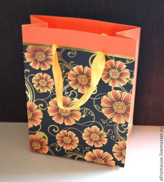 Пакет бумажный небольшого размера, для упаковки подарков, товаров и Ваших работ.