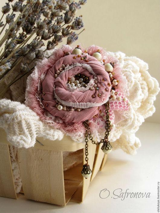 Броши ручной работы. Ярмарка Мастеров - ручная работа. Купить Брошь текстильная Shabby Rose. Шифон, гипюр. Handmade. Розовый
