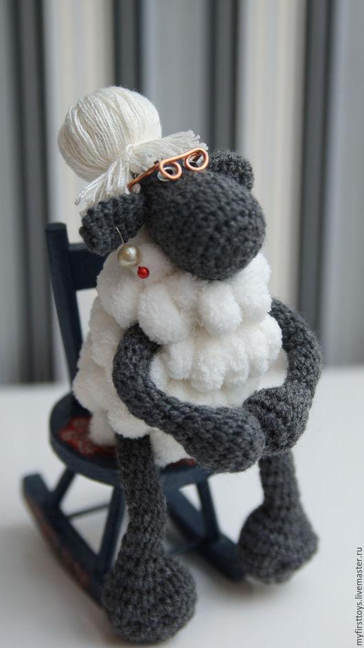 """Игрушки животные, ручной работы. Ярмарка Мастеров - ручная работа. Купить Игрушка """"Бабушка-овечка"""". Handmade. Серебряный, вязанная игрушка"""