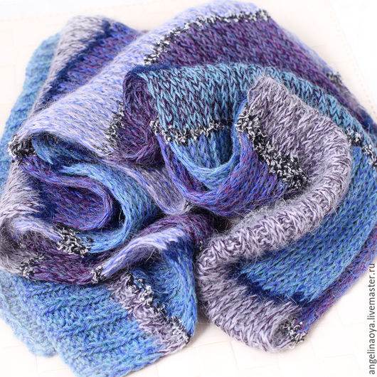 Шарфик Лагуна ручной работы, связан спицами, нежных голубых оттенков. Мягкий, теплый, широкий, длинный, красиво сидит и красив движении. В полоску. Подходит и женщине и мужчине.
