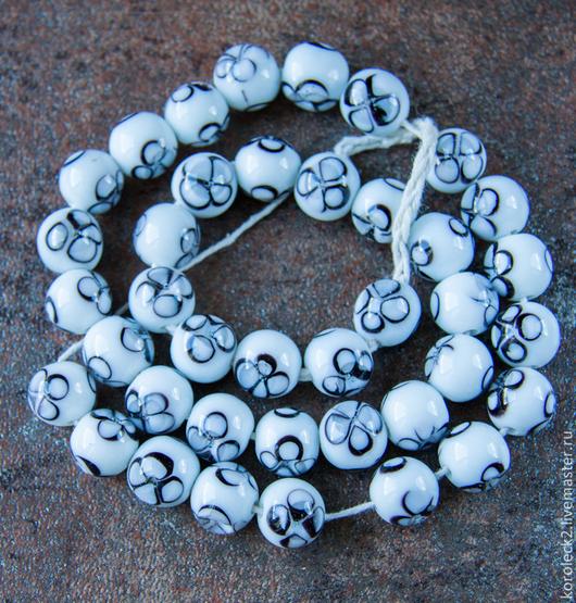 Для украшений ручной работы. Ярмарка Мастеров - ручная работа. Купить Белые с черным рисунком стеклянные бусины, Индонезия.. Handmade.