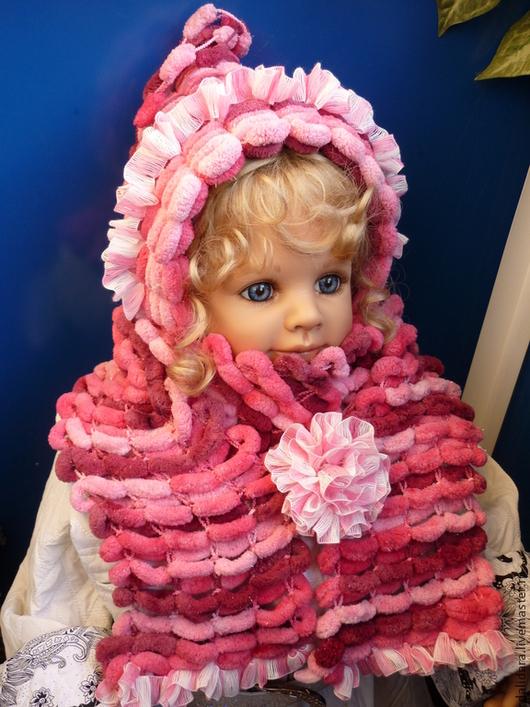 Брошь-цветочек можно прикрепить на любое место. Например, на шарфик, одновременно соединяя его концы.