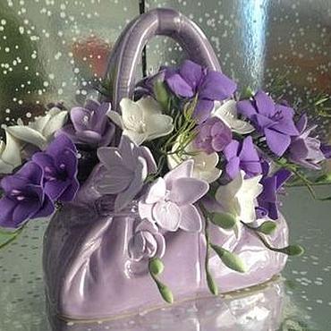 Цветы и флористика ручной работы. Ярмарка Мастеров - ручная работа Сиреневая сумочка с фрезиями. Handmade.