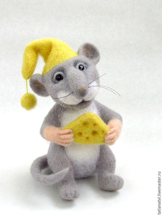Игрушки животные, ручной работы. Ярмарка Мастеров - ручная работа. Купить Игрушка Мышь-Хранитель сырных историй. Подарок Мышка для души.. Handmade.