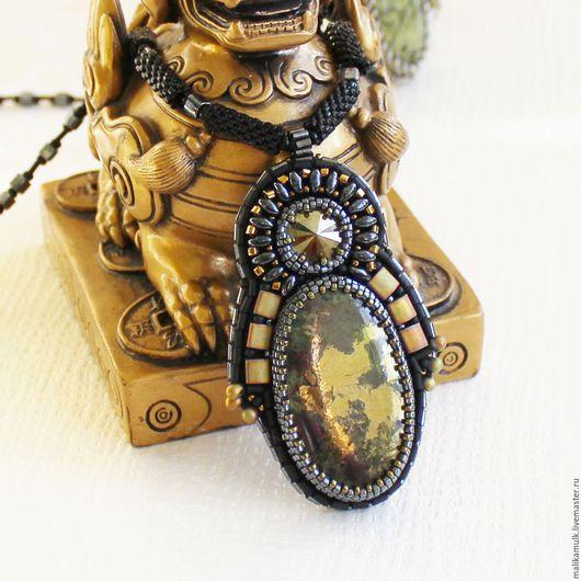кулон подвеска украшение  с натуральным камнем - пиритом.