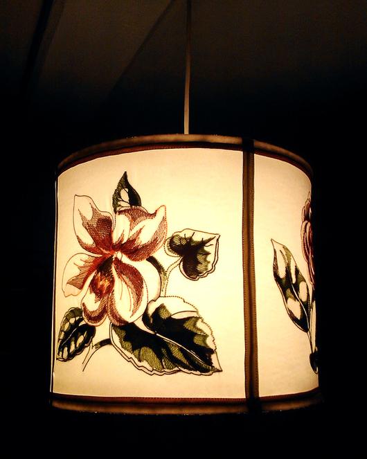 Освещение ручной работы. Ярмарка Мастеров - ручная работа. Купить Лампа - абажур с цветочной вышивкой.. Handmade. Белый, цветы