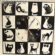 """Для дома и интерьера ручной работы. Ярмарка Мастеров - ручная работа Часы настенные """"Черная кошка - белый кот"""" квадратные. Handmade."""