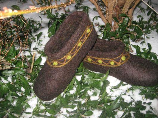 """Обувь ручной работы. Ярмарка Мастеров - ручная работа. Купить Тапочки """"Узоры на коричневом"""". Handmade. Эксклюзивный подарок, коричневый"""