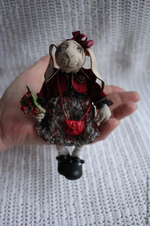 Коллекционные куклы ручной работы. Ярмарка Мастеров - ручная работа. Купить Зайчишка для Юли. Handmade. Хаберская, подарок, Заяц в подарок