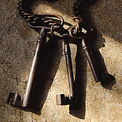 Винтаж ручной работы. Ярмарка Мастеров - ручная работа Связка старинных ключей. Ключи конца 19 - начала 20 века на цепи. Handmade.