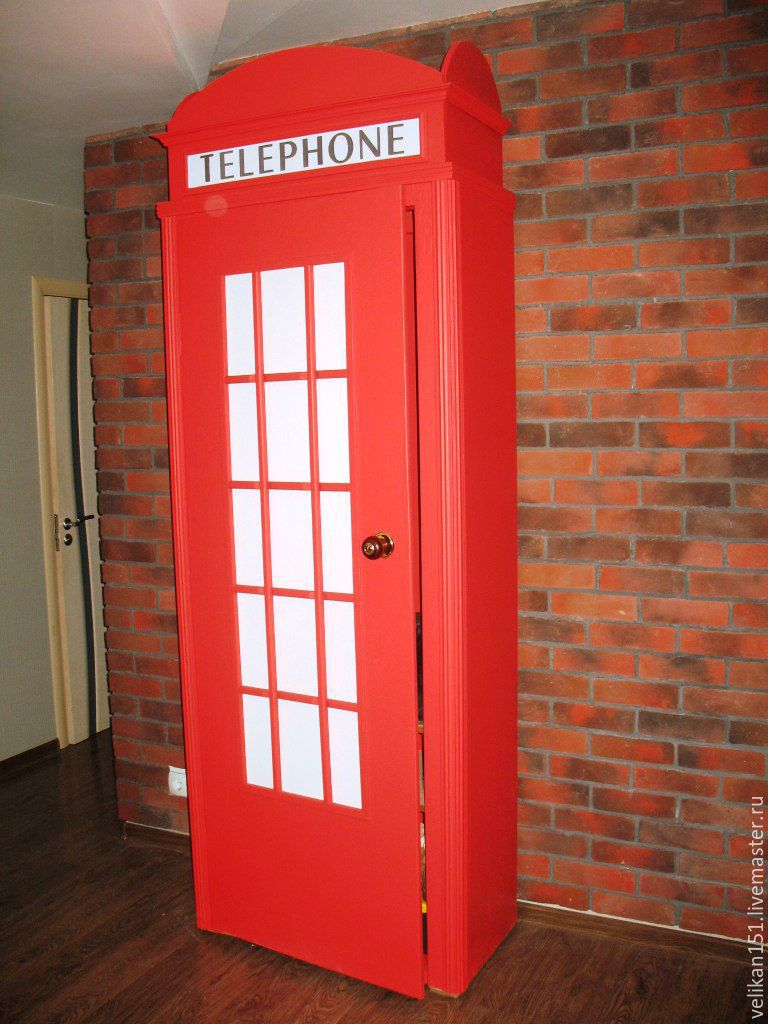 Шкаф в виде английской телефонной будки