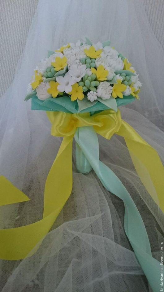 Свадебные цветы ручной работы. Ярмарка Мастеров - ручная работа. Купить Букет невесты Тиффани маленькие белые желтые мятные цветочки. Handmade.