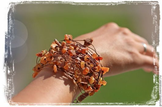 Браслеты ручной работы. Ярмарка Мастеров - ручная работа. Купить Льняной браслет с необработанным янтарем. Handmade. Коричневый, натуральный янтарь