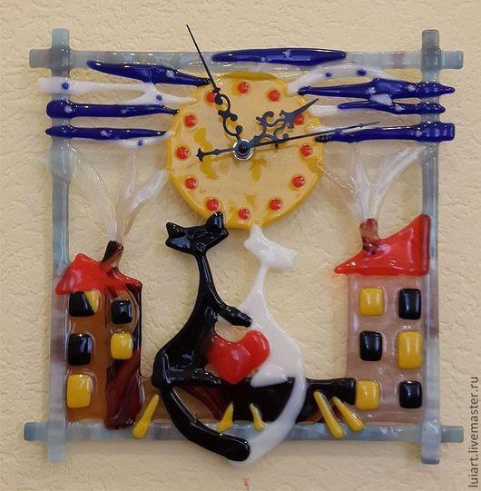 """Часы для дома ручной работы. Ярмарка Мастеров - ручная работа. Купить часы фьюзинг """"КОТ и КОШКА под луной ''. Handmade."""