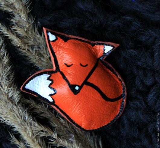 """Броши ручной работы. Ярмарка Мастеров - ручная работа. Купить Брошка """"Спящая лисичка"""". Handmade. Рисунок, оранжевый, брошь"""