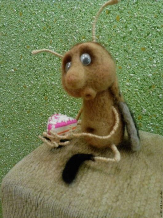 Игрушки животные, ручной работы. Ярмарка Мастеров - ручная работа. Купить жучок с тортиком.. Handmade. Интерьерная игрушка