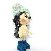Куклы и игрушки ручной работы. Ярмарка Мастеров - ручная работа Интерьерная  игрушка вязаная ёжик в синих ботиночках. Handmade.