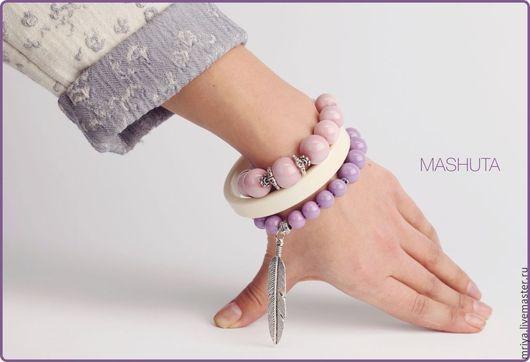 Браслеты ручной работы. Ярмарка Мастеров - ручная работа. Купить Комплект из трех браслетов в лиловой, розовой, бежевой гамме.. Handmade.