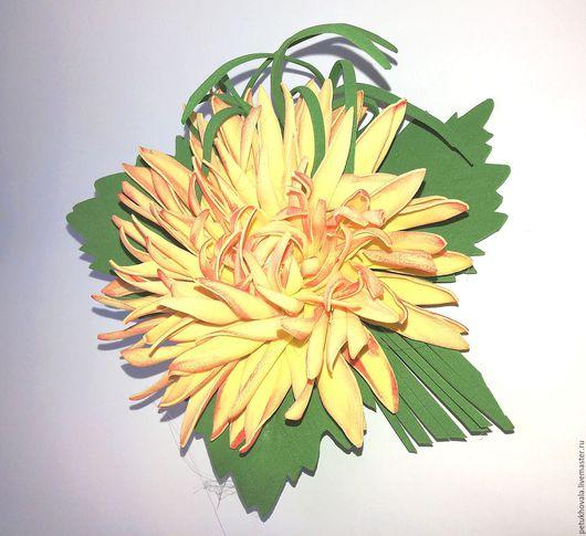"""Броши ручной работы. Ярмарка Мастеров - ручная работа. Купить Брошь """"Светло желтая хризантема"""" из фоамирана. Handmade. Желтый, хризантема"""